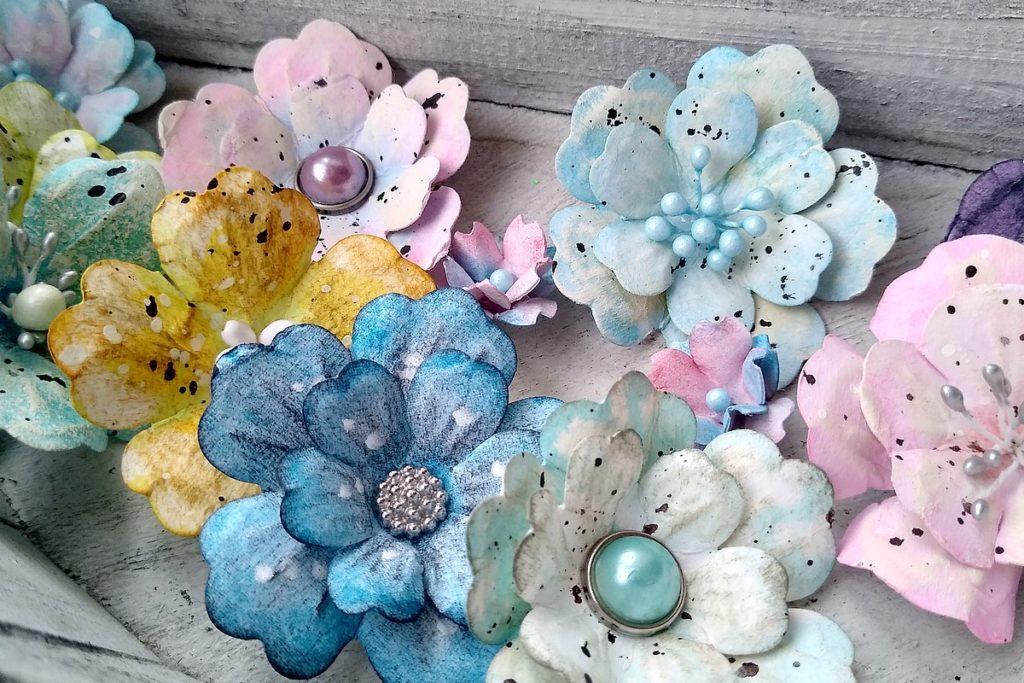 kwiatki z papieru shabby chic
