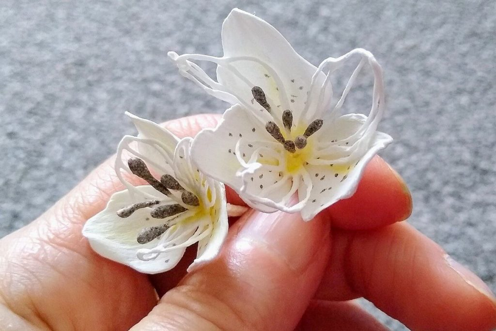 kwiatki z foamiranu lilie