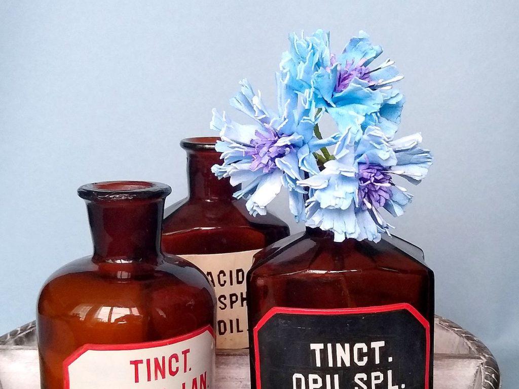 dekoracja z kwiatków ręcznie robionych
