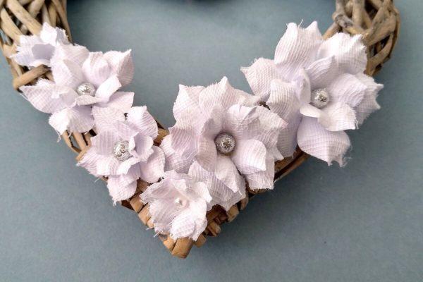 kwiatki biale