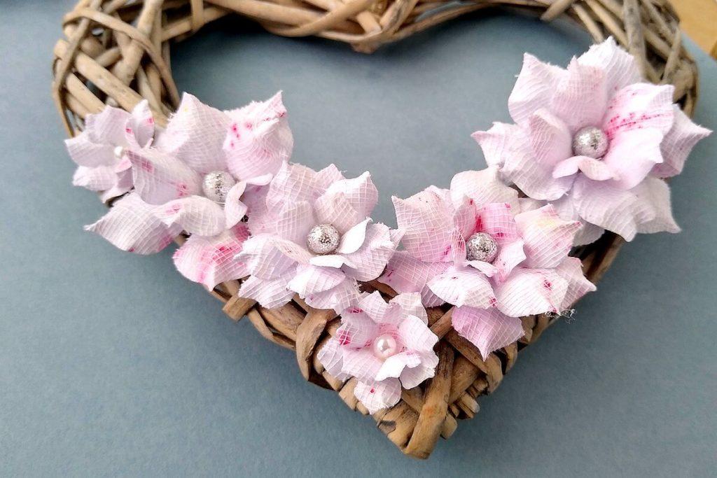 kwiatki rozowe z papieru