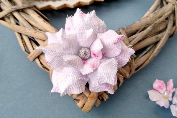 rózówy kwiatek papierowy